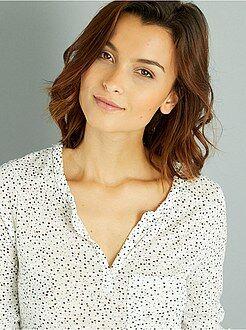 Básicas - Camiseta vaporosa con cuello panadero
