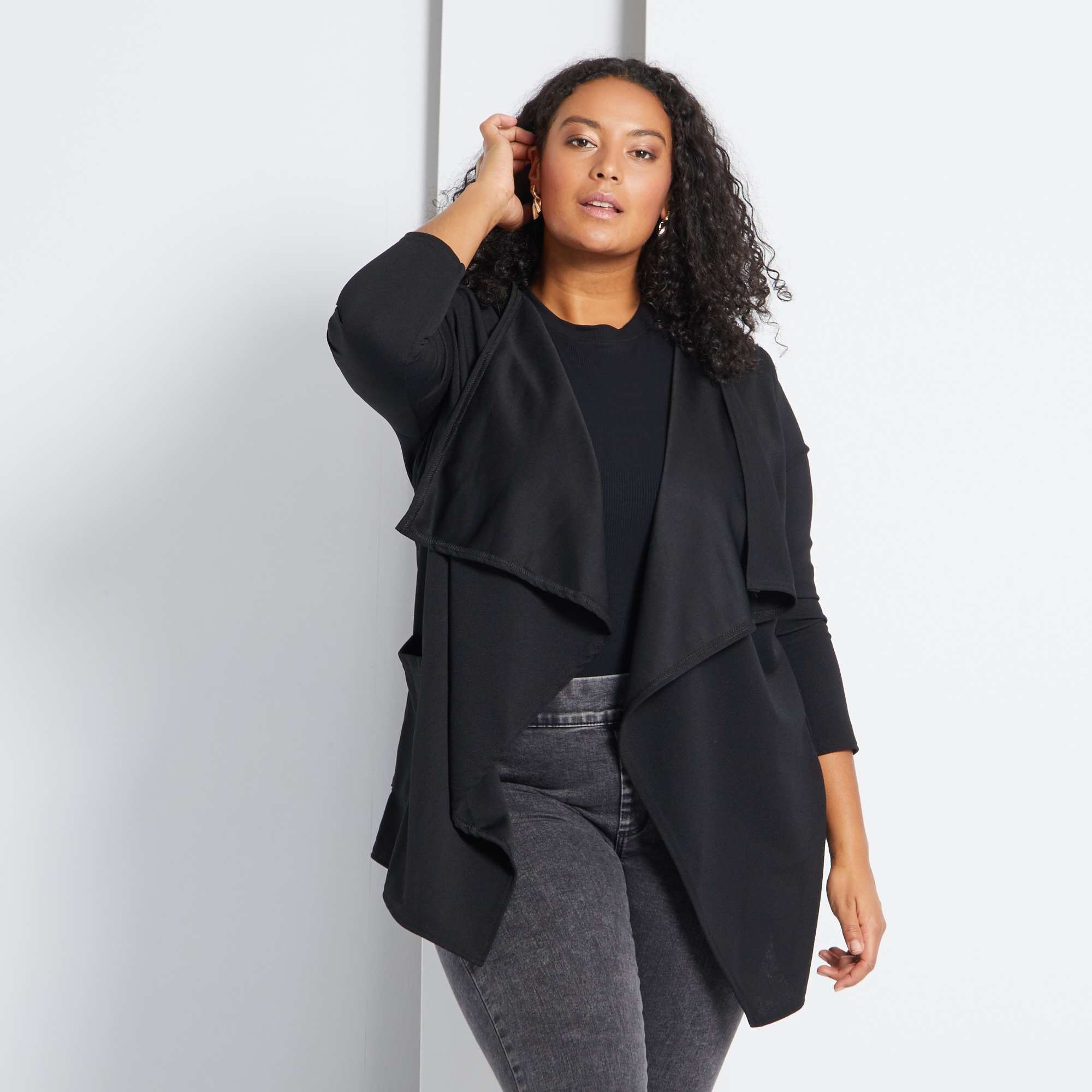 54f5e39b61c Chaqueta estilo blazer con faldones de punto crepé negro Tallas grandes  mujer. Loading zoom