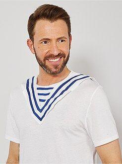 Hombre Cuello de marinero