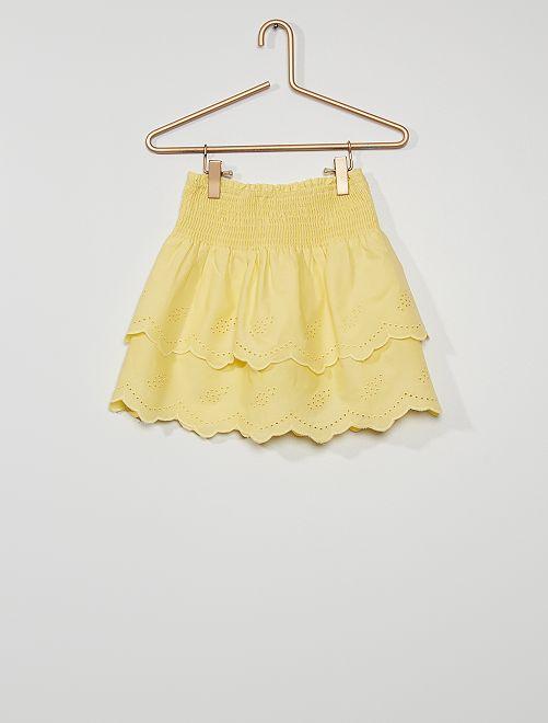 Falda corta con volantes y bordados                                                     amarillo suave