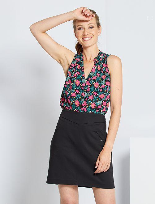 Falda corta estilo sastre                     negro
