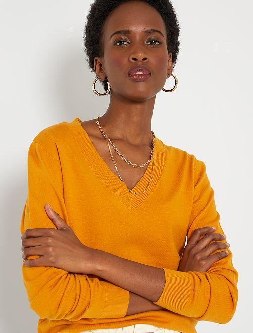 Jersey básico con cuello de pico                                                                                                                                                                 AMARILLO