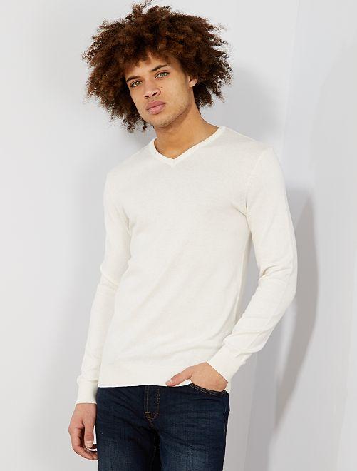 Jersey ligero con cuello de pico                                                                                             beige