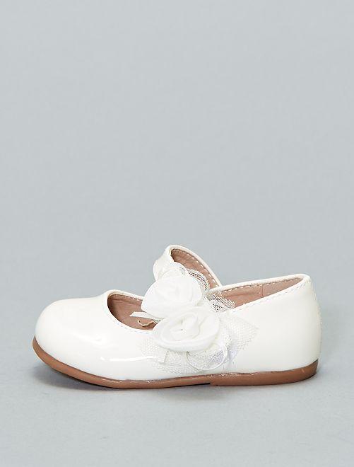 Manoletinas de charol con flores                             blanco Zapatos