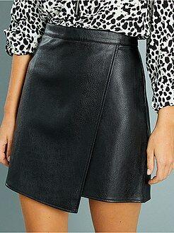 Minifalda cruzada de polipiel