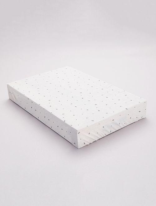 Pack de 2 sábanas bajeras cama bebé                             estampado flor