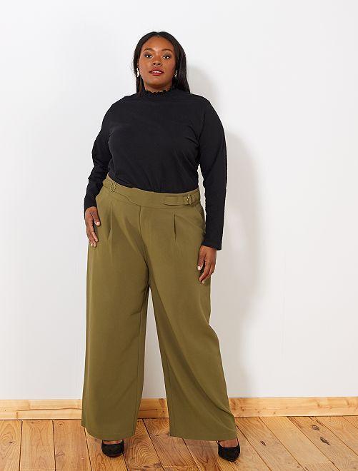 Pantalón ancho con cinturón                             castaño