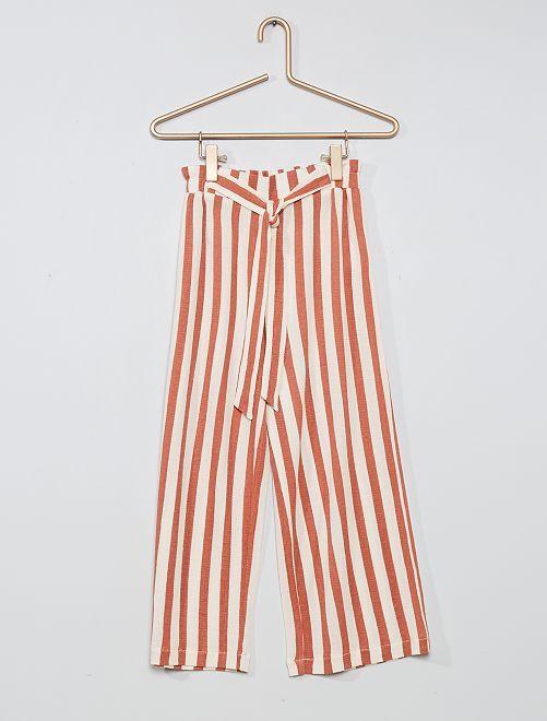Pantalón ancho                                                     rosa a rayas