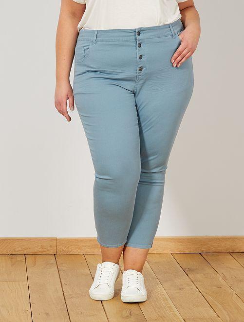 Pantalón capri slim con 4 botones                                                                                                     azul gris