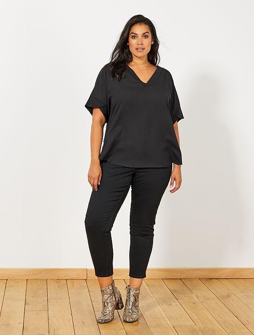 Pantalón capri slim con 4 botones                                                                                             negro Tallas grandes mujer