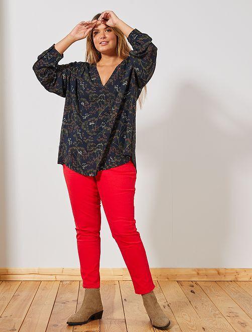 Pantalón capri slim con 4 botones                                                                             rojo