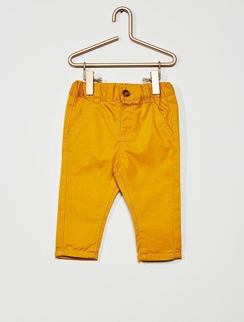 Pantalón chino                                                                             amarillo bronce