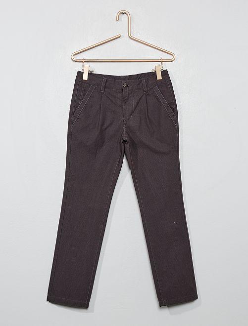 Pantalón chino con forro                             GRIS