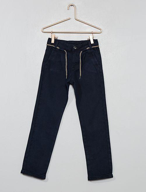 Pantalón chino con pinzas                                         azul Chico