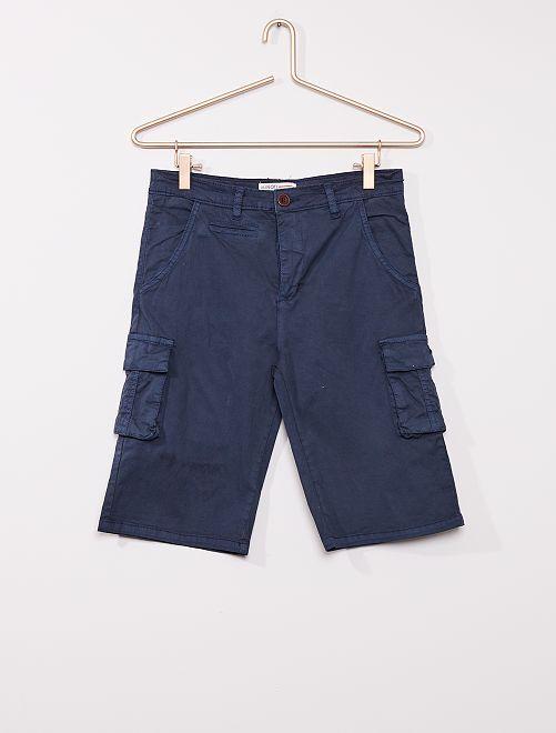 Pantalón chino corto con bolsillos cargo                             azul marino