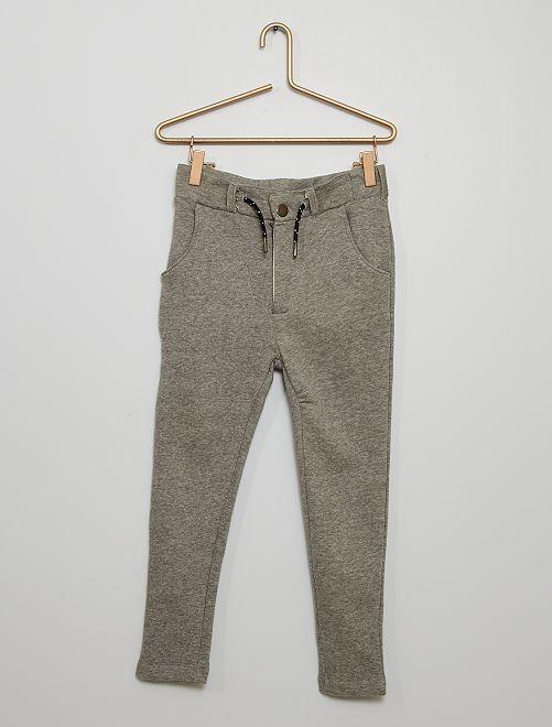 Pantalón chino de felpa                                                     gris