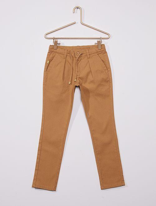 Pantalón chino de sarga                                                                 BEIGE