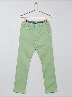 Pantalones - Pantalón chino de sarga corte slim - Kiabi