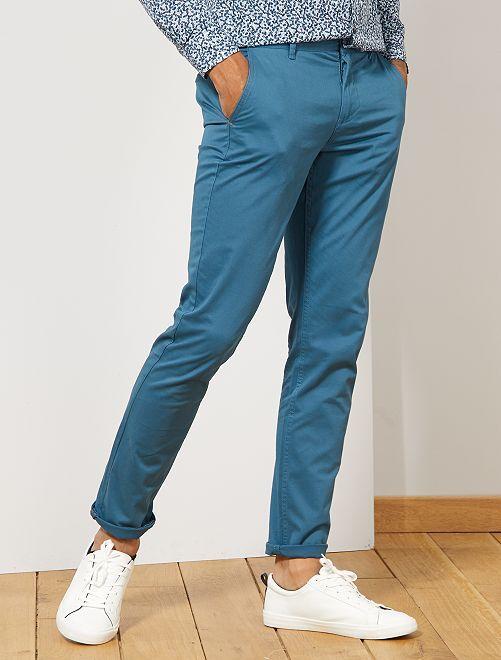Pantalón chino de sarga de algodón elástica                                                                                                                                                                                                                             AZUL