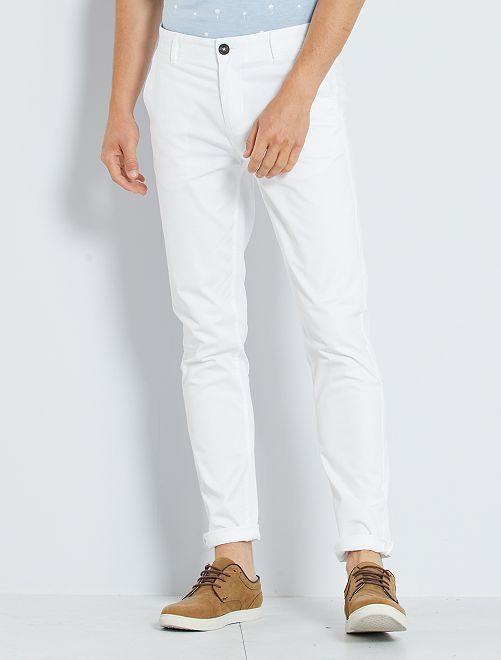Pantalón chino de sarga de algodón elástica                                                                                                                                                                                                                                                                             blanco
