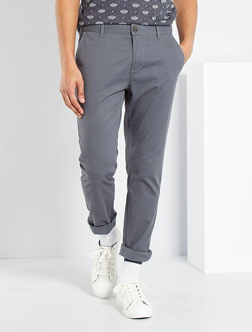 Pantalón chino de sarga de algodón elástica                                                                                                                                                                                                                                                                                                                 GRIS