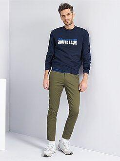 Hombre - Pantalón chino de sarga de algodón elástica - Kiabi