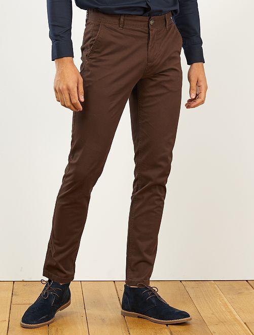 Pantalón chino de sarga de algodón elástica                                                                                                                                                                                                                                                                             marrón cafe