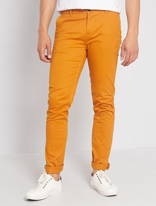 Pantalón chino de sarga de algodón elástica                                                                                                                                                                                                                             marrón