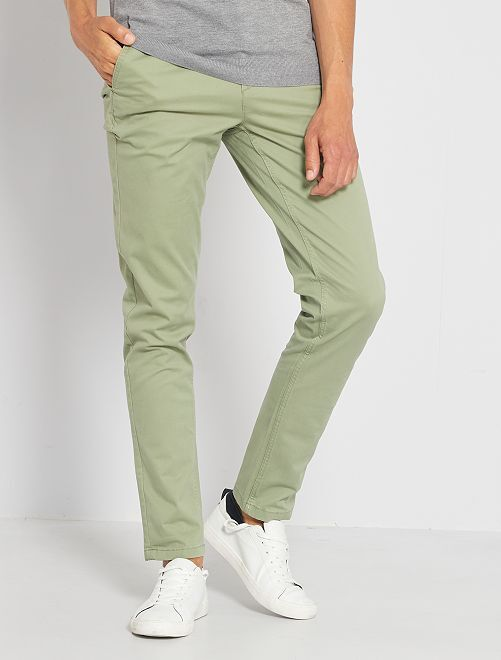 Pantalón chino de sarga de algodón elástica                                                                                                                                                                                                                                                                             verde caqui