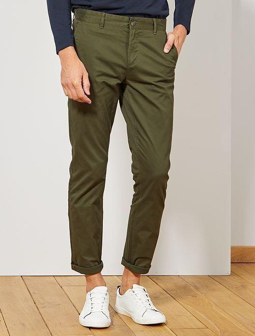 Pantalón chino de sarga de algodón elástica                                                                                                                                                                                                                                                                                                                 verde pino