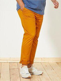 Pantalón chino de sarga elástico fitted - Kiabi