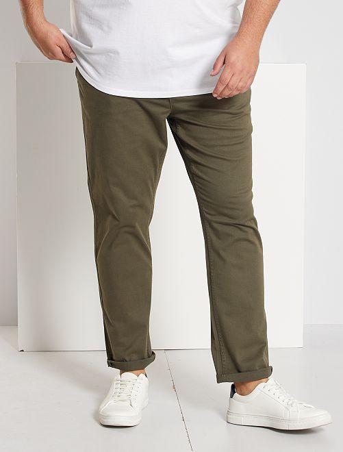 Pantalón chino de sarga elástico fitted                                                                                                     KAKI