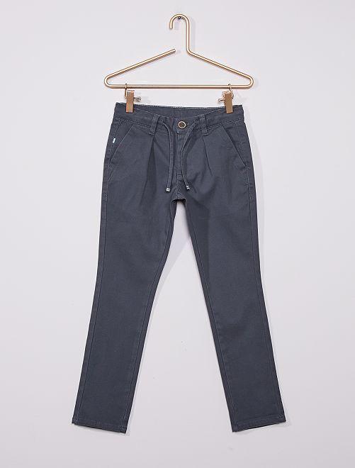 Pantalón chino de sarga                                                                 GRIS