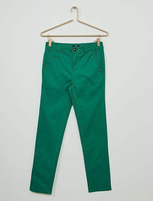 Pantalón chino de sarga                                                     VERDE