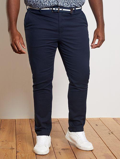 Pantalón chino entallado + cinturón                                         AZUL