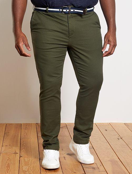 Pantalón chino entallado + cinturón                                         KAKI