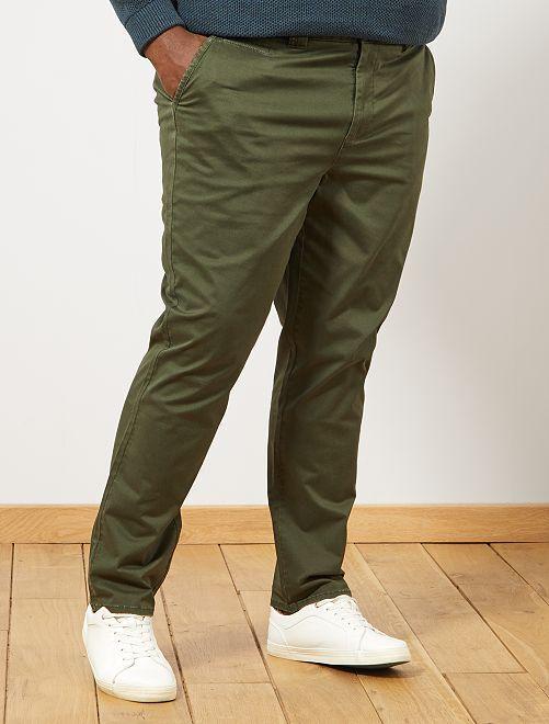 Pantalón chino entallado con espigas                             verde tomillo