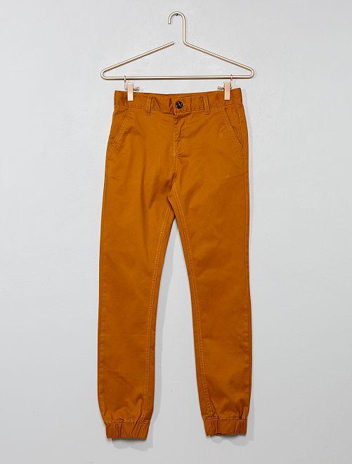 Pantalón chino estilo joggpant de sarga                                         AMARILLO Joven niño