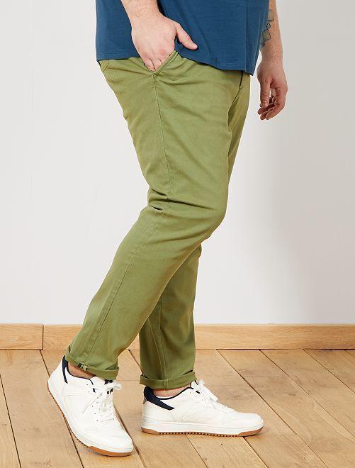 Pantalón chino fitted de sarga Tallas grandes hombre - VERDE - Kiabi ... 7713a6e5c264