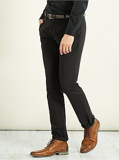 Pantalón chino regular de sarga elástica