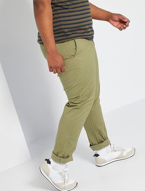 Pantalón chino regular L32                                                     verde liquen