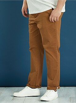 Pantalón chino semi-slim de color