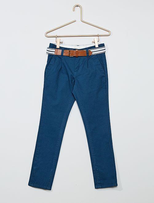 Pantalón chino slim + cinturón a rayas                                                                             AZUL