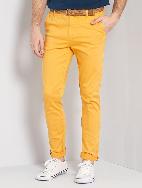 Pantalón chino slim + cinturón                                         AMARILLO