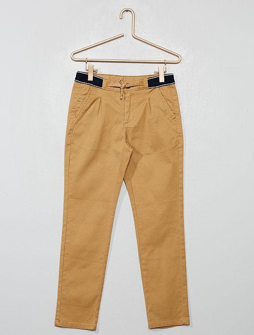 Pantalón chino slim con cintura deportiva                                                                 BEIGE