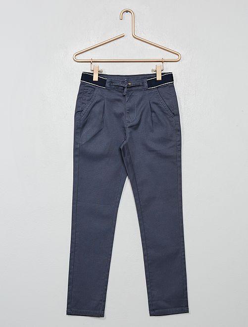 Pantalón chino slim con cintura deportiva                                                                 GRIS