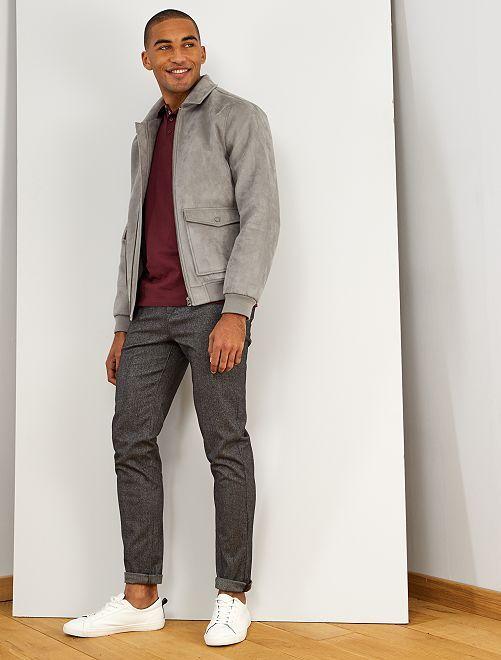 Pantalón chino slim con espigas                             GRIS