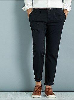 Pantalones - Pantalón chino slim con pinzas