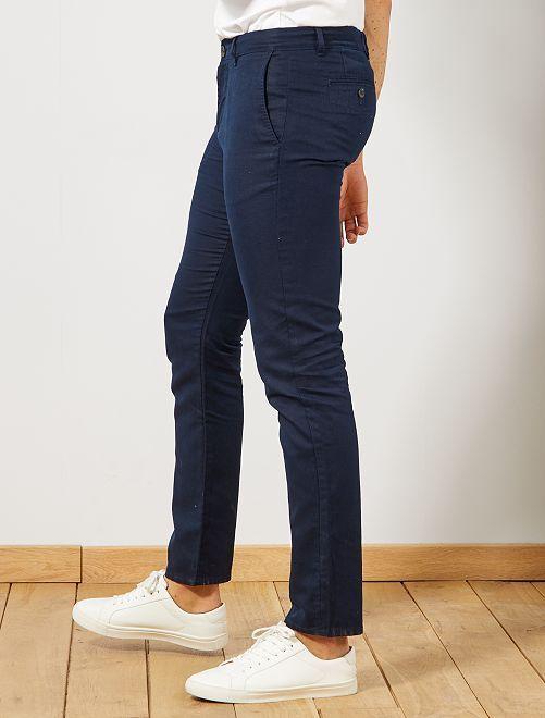 ee11541e1 Pantalón chino slim de algodón y lino Hombre - AZUL - Kiabi - 20
