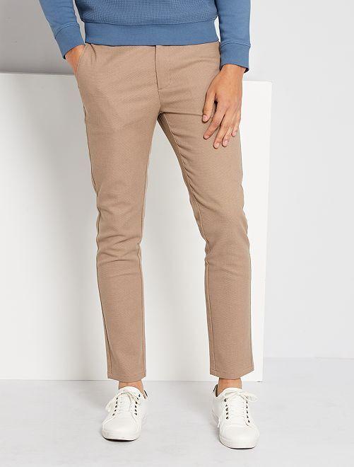 Pantalón chino slim                                                     gris beige